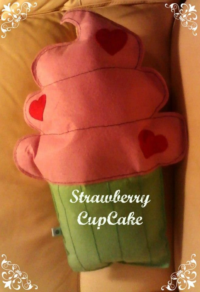 strawberry cupcake - cuscino a forma di cupcake alla fragola