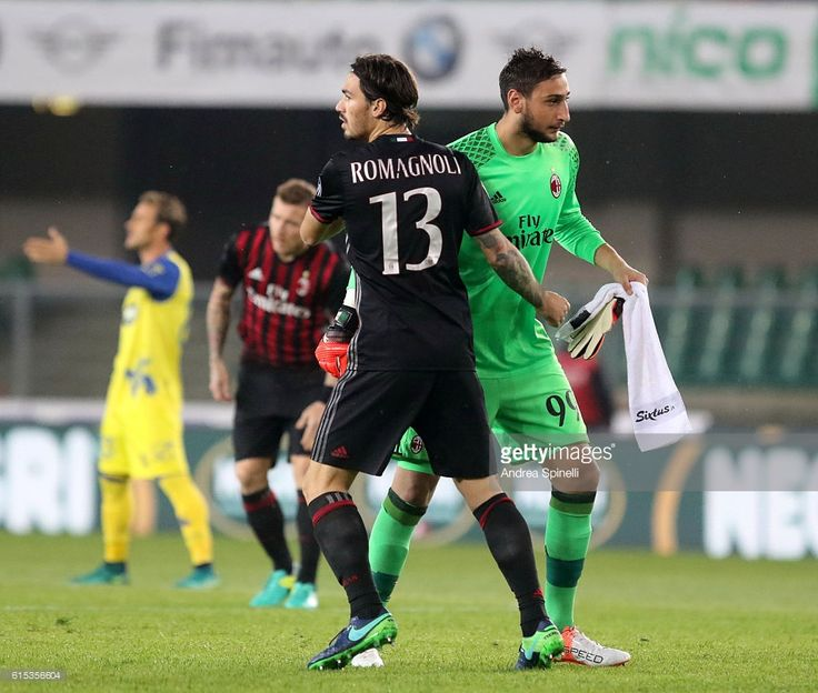 Defender Alessio Romagnoli and goalkeeper Gianluigi Donnarumma (R) of AC Milan during the Serie A football match between AC Chievo Verona v AC Milan at Bentegodi Stadium on October 16, 2016 in Verona, Italy.