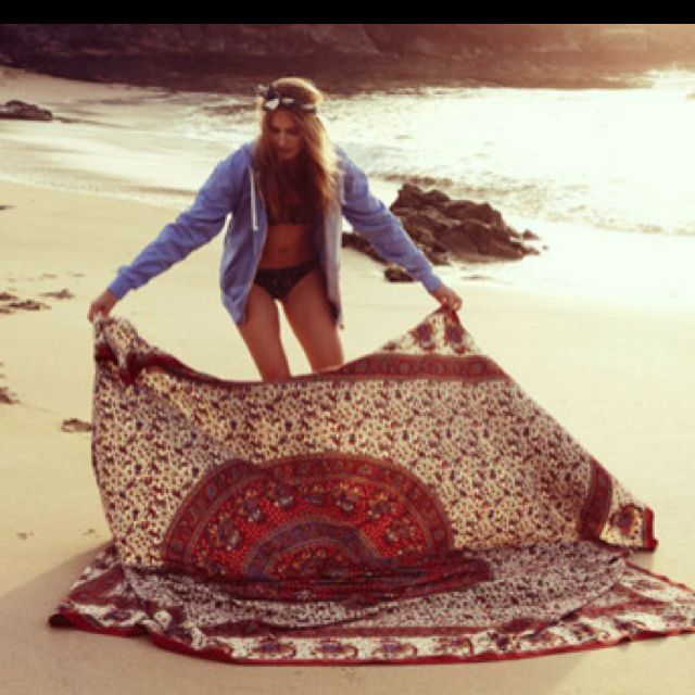 Forego the traditional beach towel and bring a printed #beach #blanket!