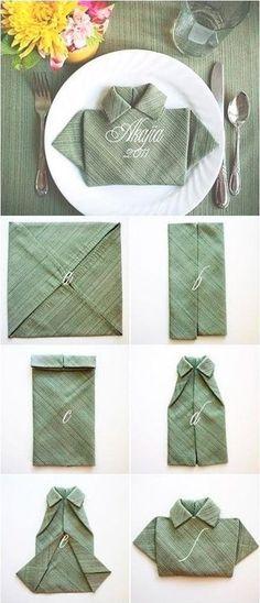 Servilleta con forma de camisa