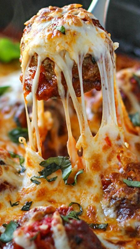 Cheesy Meatball Skillet ~ This cheesy meatball skillet has so many ways to be enjoyed! Pop them in a sub or mix them with pasta, or have them with some bread!