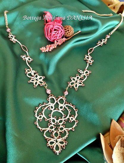 Collana con ciondolo realizzata a Chiacchierino con perline Rocailles.