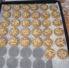 Jak upéct rakouská vánoční mandlová kolečka | recept