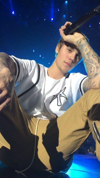 November 29: Fan taken photos of Justin performing in London, UK.