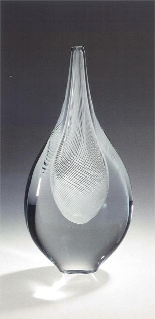 Platte ovale vaas, 901203 L/B Oude Horn  Kunstenaar: A.D. Copier, 1990  sculptuur / glas  44 x 7 x 18 cm