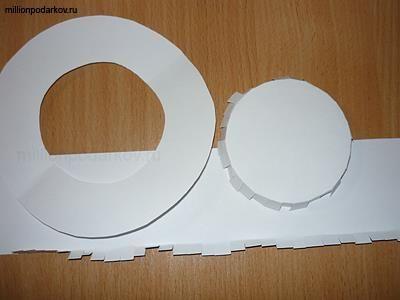 Шляпа из бумаги или картона
