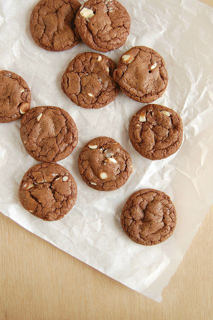 Double chocolate cookies (made with sweetened condensed milk) / Cookies duplos de chocolate (feitos com leite condensado) by Patricia Scarpin, via Flickr
