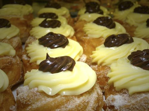 "What about a traditional ""Zeppola di San Giuseppe"" for snak? ;) http://www.salentourist.it/puglia/salento/trulli-e-dimore-tipiche/#results"