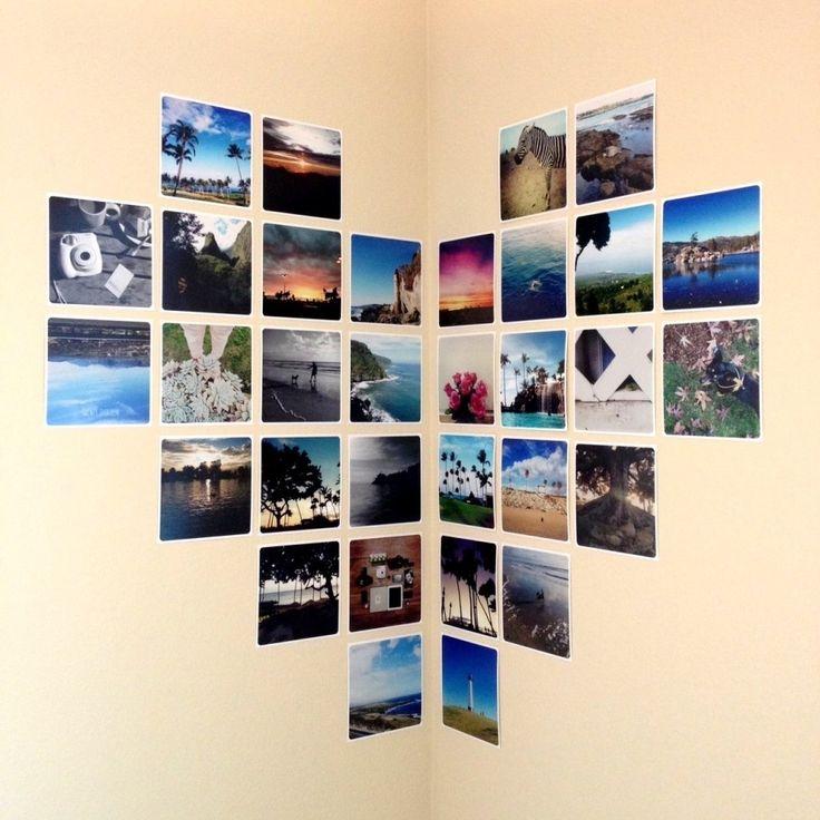 Decoración con fotos sobre la pared en forma de corazón.