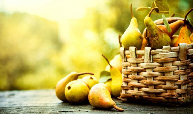 Hrušky jsou u nás tradiční podzimní ovoce, které se skvěle hodí nejen do sladkých moučníků, ale i do výborných slaných pokrmů.