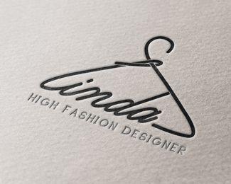 leuk hoe haar beroep en naam in een logo verwerkt zijn. Zo is het in een oogopslag duidelijk waar zijvoor staat.