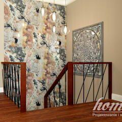 Pasillos y recibidores de estilo por Home Atelier