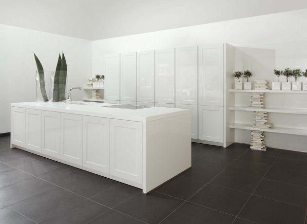 Beautiful K che Palazzo im Landhausdesign mit weissen Hochglanzelementen