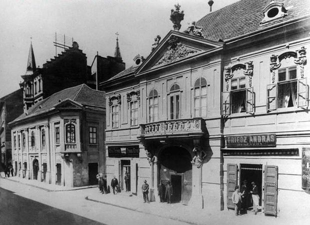 the Péterffy-palace in its old surroundings