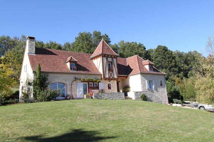 Gourdon- Superbe Maison de 225 m² avec piscine et vue 478.000 €  Réf.:GD1269 http://www.pleinsudimmo.fr/fr/annonces-immobilieres/offre/gourdon/bien/4105416/gourdon-superbe-maison-de-225-m--avec-piscine-et-v.html