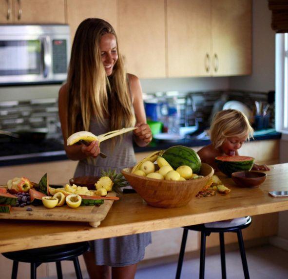 シンプルなのに豊かな毎日。ハワイで暮らす4人家族の「食卓」がステキすぎる | TABI LABO