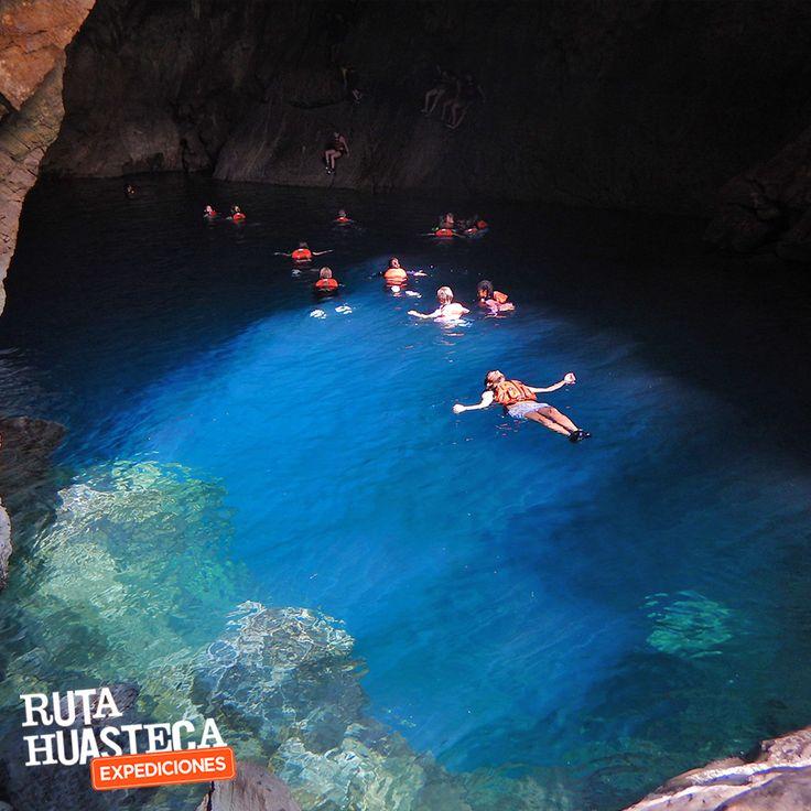 La Cueva del agua es un cenote de color azul inverosímil, donde tendrás la oportunidad de nadar y admirar su belleza 🌊 #WeLoveAdventure www.rutahuasteca.com +52 481 381 7358 WhatsApp: 481.116.5900 email: info@rutahuasteca.com #RutaHuasteca #SLP #Ecoturismo #TurismoDeNaturaleza #VisitMéxico #Tours #TodoIncluido