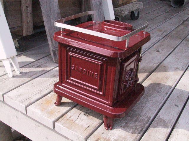 Relaxshacks.com: tiny, tiny, tiny cast iron wood stoves from marinestoves.com (for your tiny house/small home)