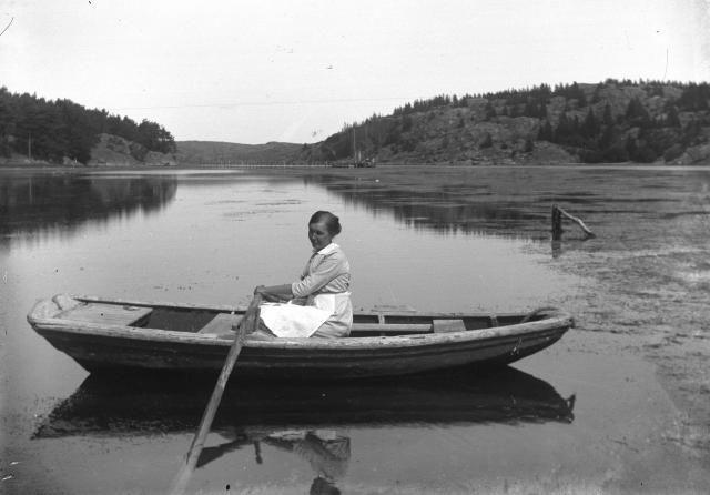 Annie Henriksson 1916 vid Brusön, vi mot norr där bron nu finns