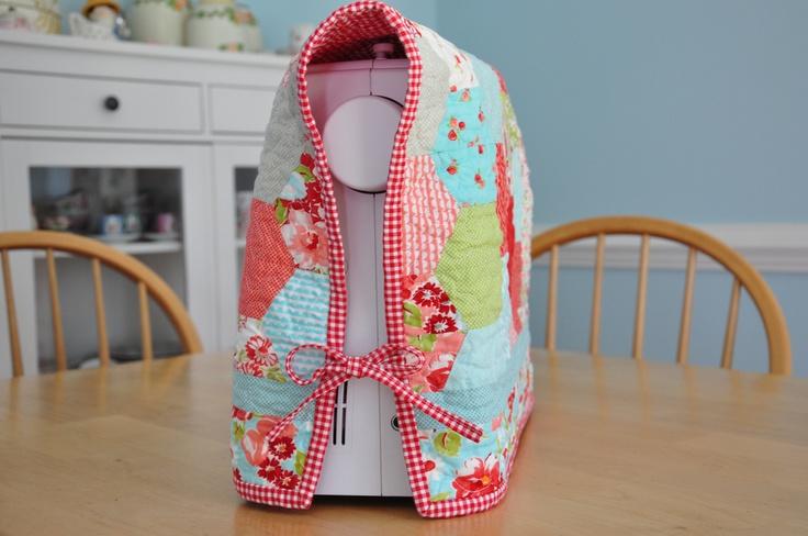 Een hoes voor m'n naaimachine. Maten naaimachine: ... (volgen)