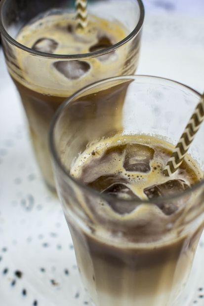 Iced latte made in almond milk. http://www.jotainmaukasta.fi/2014/05/22/jaakahvi/