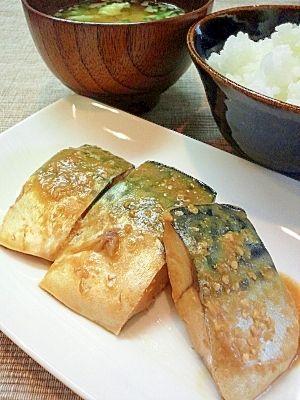 「塩鯖の味噌煮★塩鯖で簡単に出来るんです★」ご飯に合うんです(*´∀`)どんどん進むんです。家ではこれを作り置きして冷凍してお弁当にも入れてます。美味いよー(T_T)【楽天レシピ】