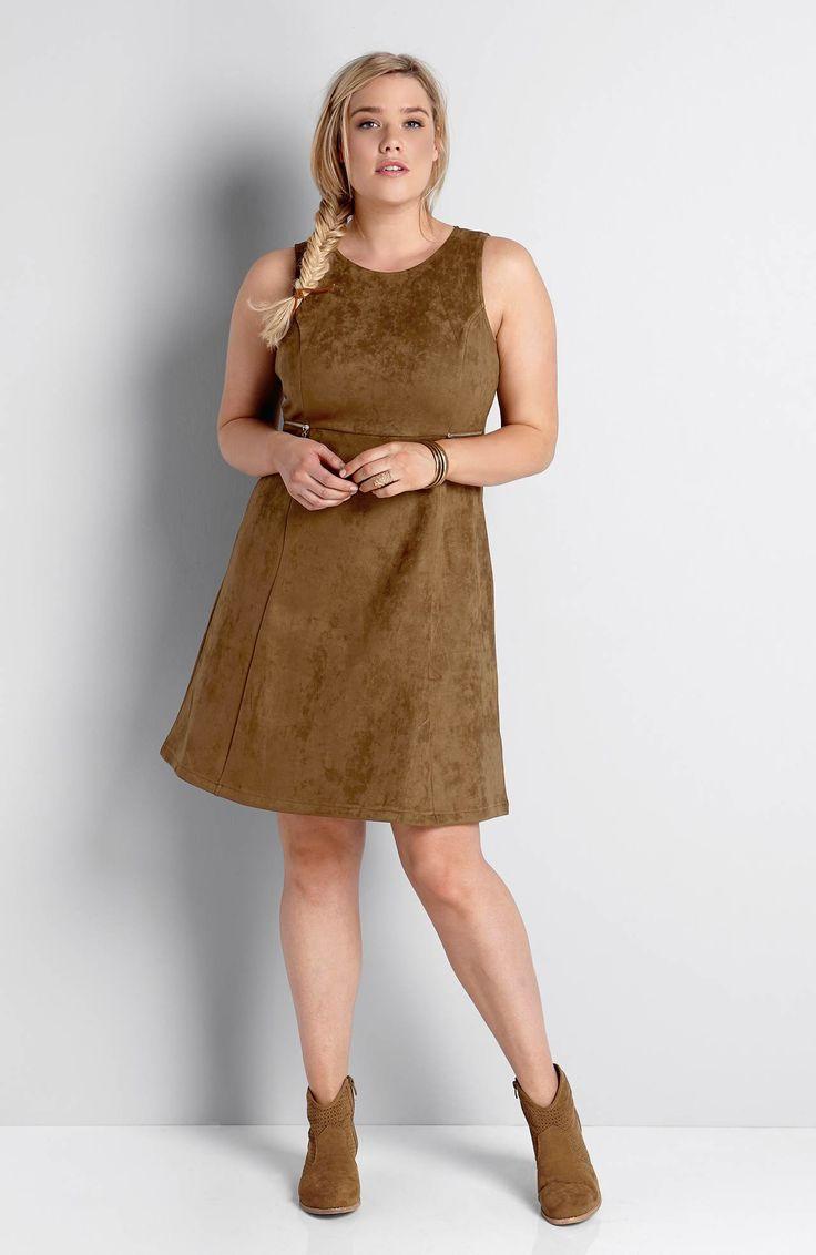 Sukienka ze sztucznego zamszu marki Happy Holly z ozdobnymi zamkami w złotym kolorze, 189 zł.