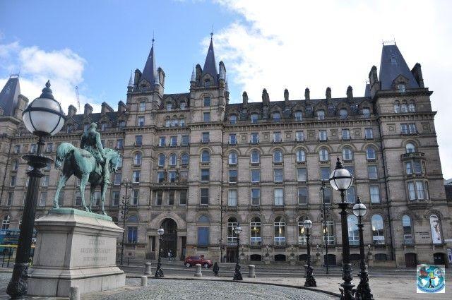Liverpool din Anglia e orașul Beatles-ilor, un oraș important și frumos, bogat în clădiri culturale și istorice care atrage vizitatorii de peste tot prin lume