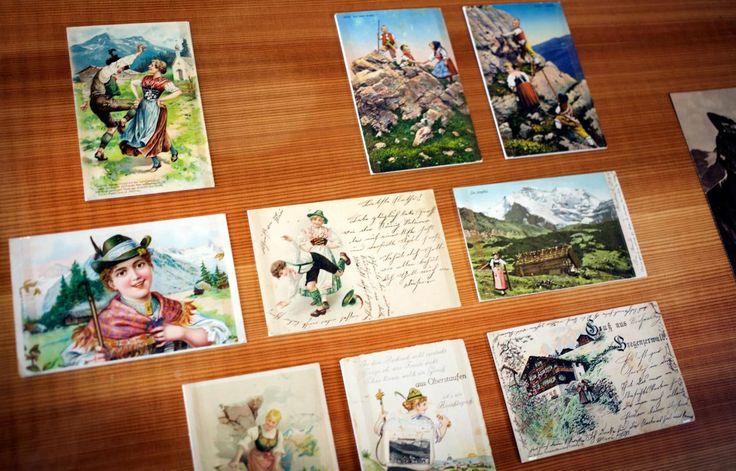 Im Frauenmuseum in Hittisau gab es eine Ausstellung über Frauen in den Bergen. Hier sind Postkarten mit Frauenbildern die dort gezeigt wurden. Ein interessantes Buch gibt es dazu von Edition Raetia: Frauen im Aufstieg #bregenzerwald #vorarlberg #frauen #museum