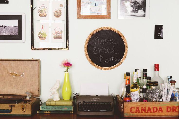 Transformez tout cadre que vous trouverez dans votre grenier ou dans les marchés aux puces en un joli tableau pour embellir votre galerie murale. Si cette dernière ne vous intéresse pas, le tableau…