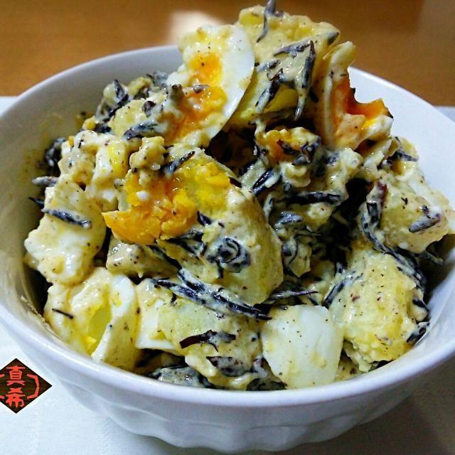 お昼ごはんに作ったお手軽サラダです。 和風だけどコクのあるお味つけで娘にも好評でした(*^^*) - 223件のもぐもぐ - ひじきと半熟卵のポテトサラダ by Kusukus