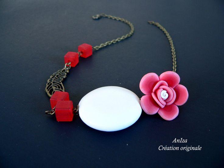 collier court fimo, bois et résine, fait par Annie