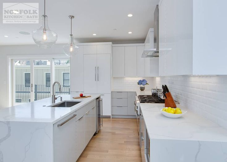 14 Best Two Tone Kitchens Images On Pinterest Showroom Granite Countertop And Granite Countertops