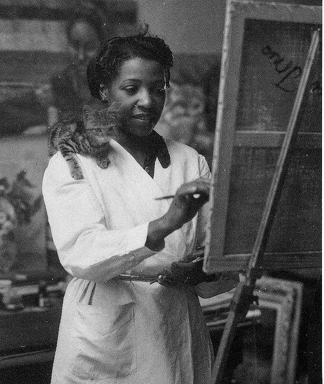 Lois Mailou Jones en 1937, 1905 - 1998, était une peintre afro-americaine Lois Mailou Jones née à Boston le 3 novembre 1905 et morte le 9 juin 1998 est une peintre afro-américaine pendant la Renaissance de Harlem, elle enseigna au Palmer Memorial Institute et à l'université Howard Washington DC.