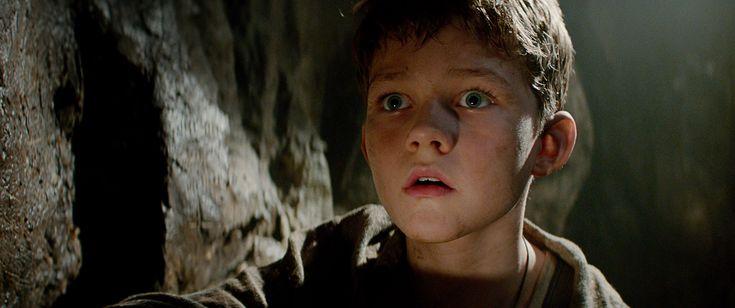 Levi Miller es Peter, un pícaro muchacho de 12 años con una irreprimible vena rebelde. ¿Quieres saber qué le ocurrirá cuando, el 9 de Octubre, se vea transportado desde el orfanato y aparezca en un mundo fantástico de piratas, guerreros y hadas llamado Nunca Jamás? ¡Pues tendrás que esperar unos meses! #PAN: Viaje a Nunca Jamás, de vuelta a cines.