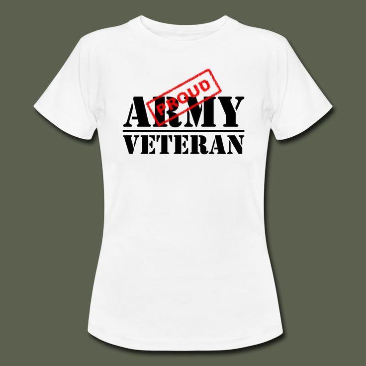 Vit figursydd T-shirt för damer med Proud Army Veteran tryckt på bröstet. Veterantröja från Gammelyxan.