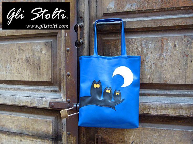 """Shopper artigianale in ecopelle lavorata a mano """"Owls in a Row"""". Vai al link per tutte le info: http://glistolti.shopmania.biz/compra/shopper-in-ecopelle-owls-in-a-row-169 Gli Stolti Original Design. Handmade in Italy. #glistolti #moda #artigianato #madeinitaly #design #stile #roma #rome #shopping #fashion #handmade #style #borse #bags #gufi #owl"""