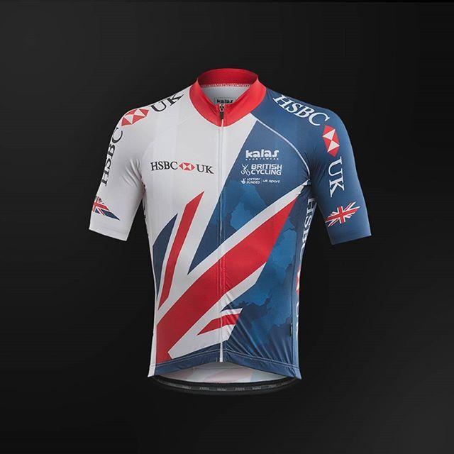 """Tak to je on. Nový britský dres od české firmy Kalas Sportswear. Co mu říkáte? Podle mého skvělá práce. Dvoubarevná kombinace snad v pelotonu a cyklistice jako takové snad nebude tolik matoucí, jako na """"vlajkovém"""" dresu českých hokejistů, kde ve zlomcích vteřiny hráčům dresy splývaly se soupeři. / And that's it. The new #British cycling kit from the #Czech company Kalas Sportswear. What do you think? I think shaaaaaaaaarp!  #dres #cyklistika #kolo #nakole #design #cesky #britishcycling #gb…"""