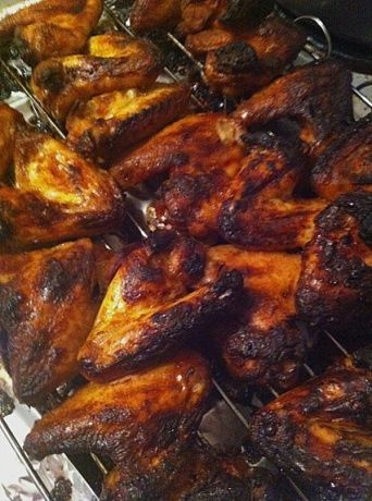 Kippenvleugels in hele pittige marinade (barbecue) - Lekker Tafelen