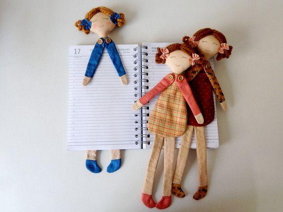 Boneca marcador de livros. A boneca pronta tem aproximadamente 31cm de altura. <br>PS.: Cores variadas