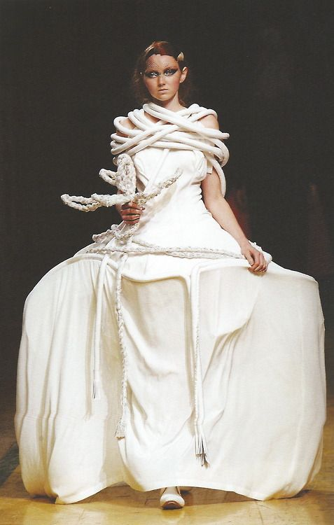 Lily Cole for Yohji Yamamoto, S/S 2006, Paris RTW. Scan fromJapanese Fashion Designersby Bonnie English.