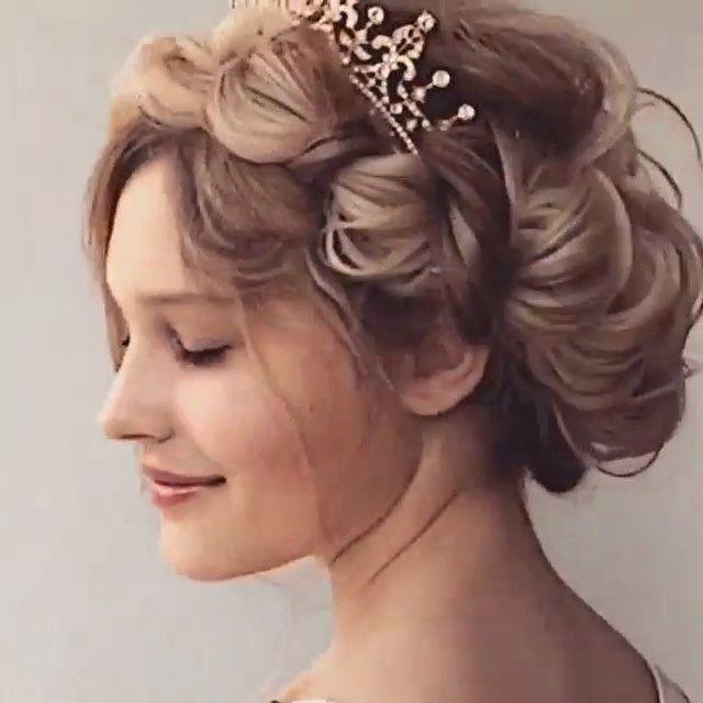 #Düğün, nişan davetlerine alternatif #saç modeli arayanlara; Düğüm örgüler ile düşük topuz modeli.. Modern zaman prenseslerine yakışır harika bir saç önerisi @Modagram'dan!