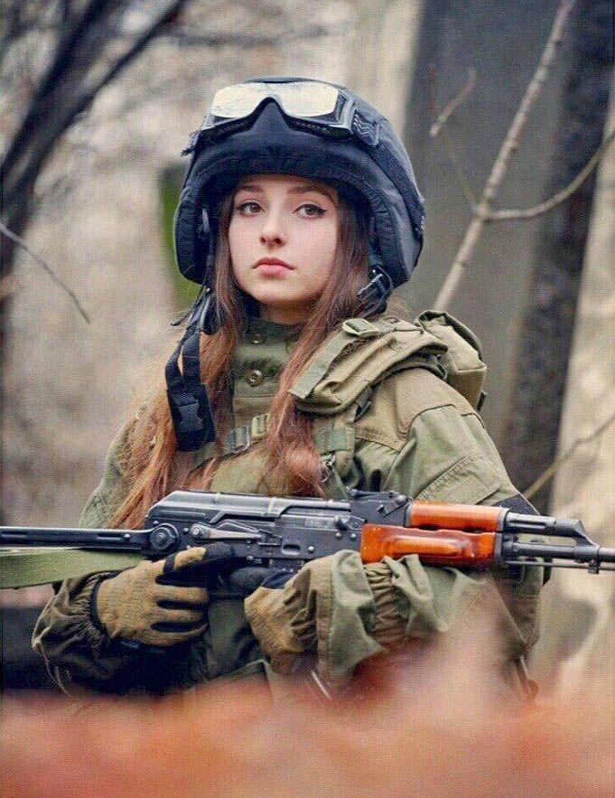 Картинки на аву девушки военные