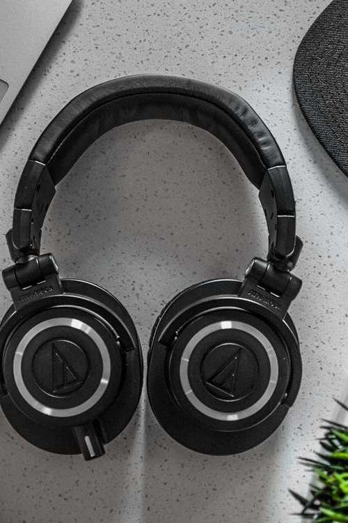 Possessing The Latest Laptop Technology Means You Re Using The Best Laptop Or Computer Best Noise Cancelling Headphones Headphones Noise Cancelling Headphones