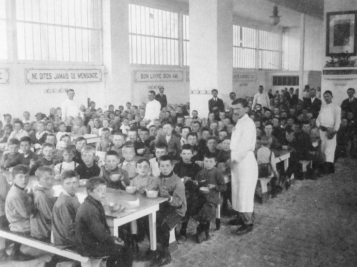"Food relief for the ""poor little Belgians"" - Food - RTBF World War 1"