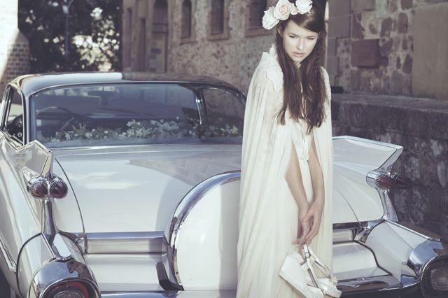 Encuentra unas alpargatas que se ajusten a tu vestido y look de novia para el día de tu boda. Eduard Castillo lo hace posible a través de su nueva colección y todos sus diseños, ¿cuál prefieres?