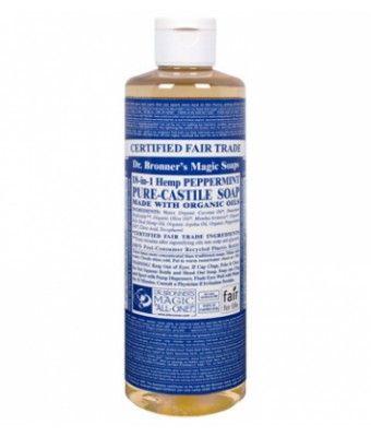 Peppermint Castile Liquid Soap de Dr. Bronner's es su fragancia más popular. Este jabón natural está elaborado con aceite esencial de Menta. Estremece el cuerpo y despeja la mente. Terapéuticamente utilizado como un estimulante suave; aumenta la vitalidad y claridad. Los jabones líquidos de Dr.Bronner's son multifuncionales. Descubre todos sus usos en consejos. 473ml.