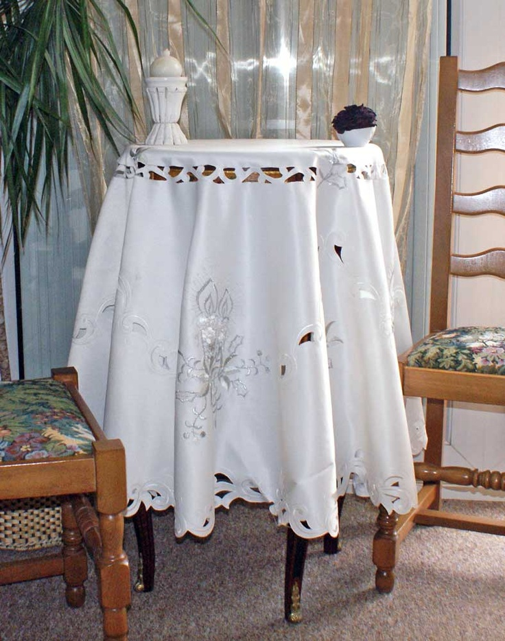 14 best nappes de noel images on pinterest tablecloths table linens and table runners. Black Bedroom Furniture Sets. Home Design Ideas