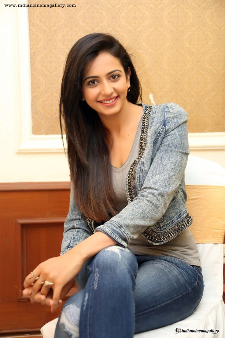 Rakul-Preet-Singh-at-Rough-movie-success-meet-(7)