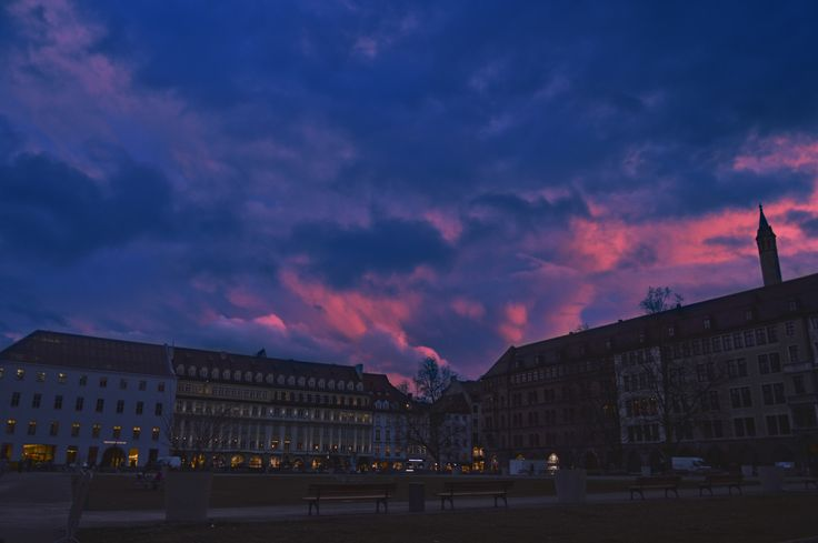 München sunset. #sunset #münchen #sky #pink #blue #trip #city #landscape #clouds #photo #photography #personal #emotion #elisa #love #life